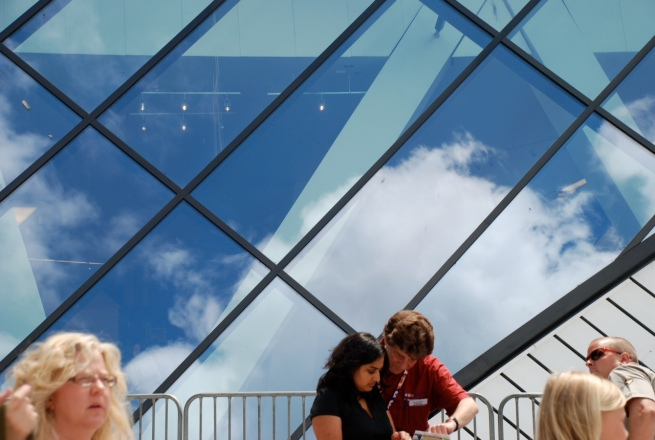 The beautiful summer sky as reflected in the Chin Crystal entrance to the Royal Ontario Museum.