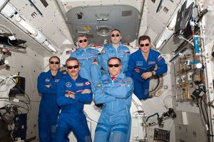 800px-ISS_Expedition_34_inflight_crew_portrait
